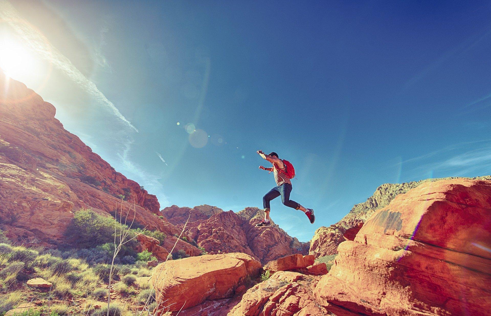 跳躍する人
